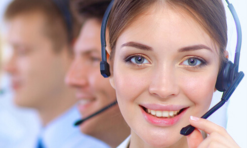 Noia del call center de Factor Energia