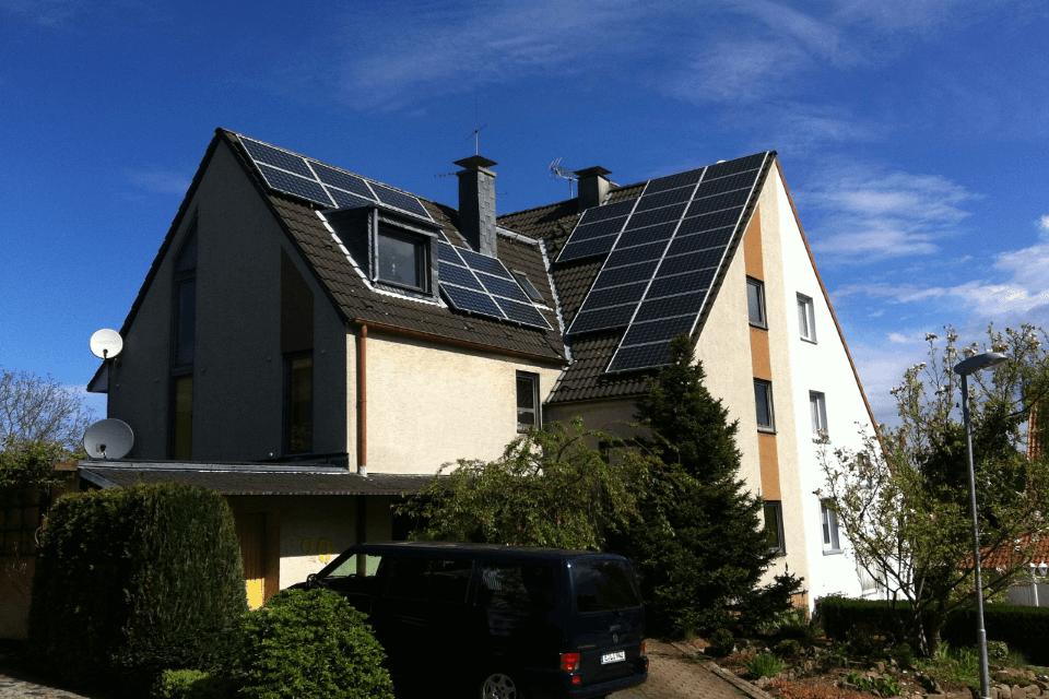 carregar cotxe electric amb plaques solars
