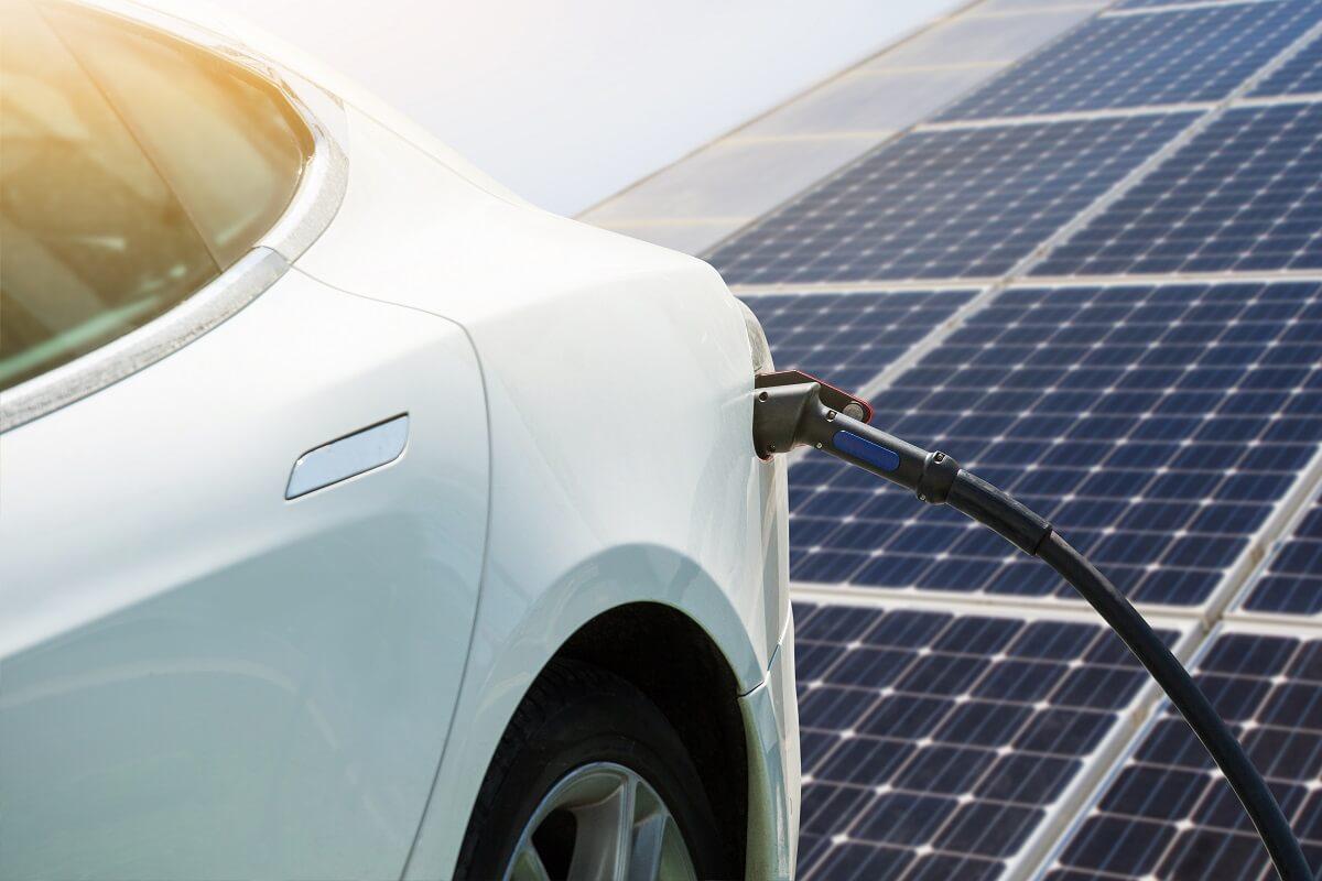 ¿Es posible utilizar energía solar para cargar el coche eléctrico?